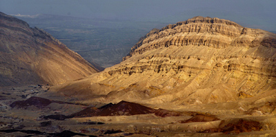 Tours in the Negev desert: The Small Crater